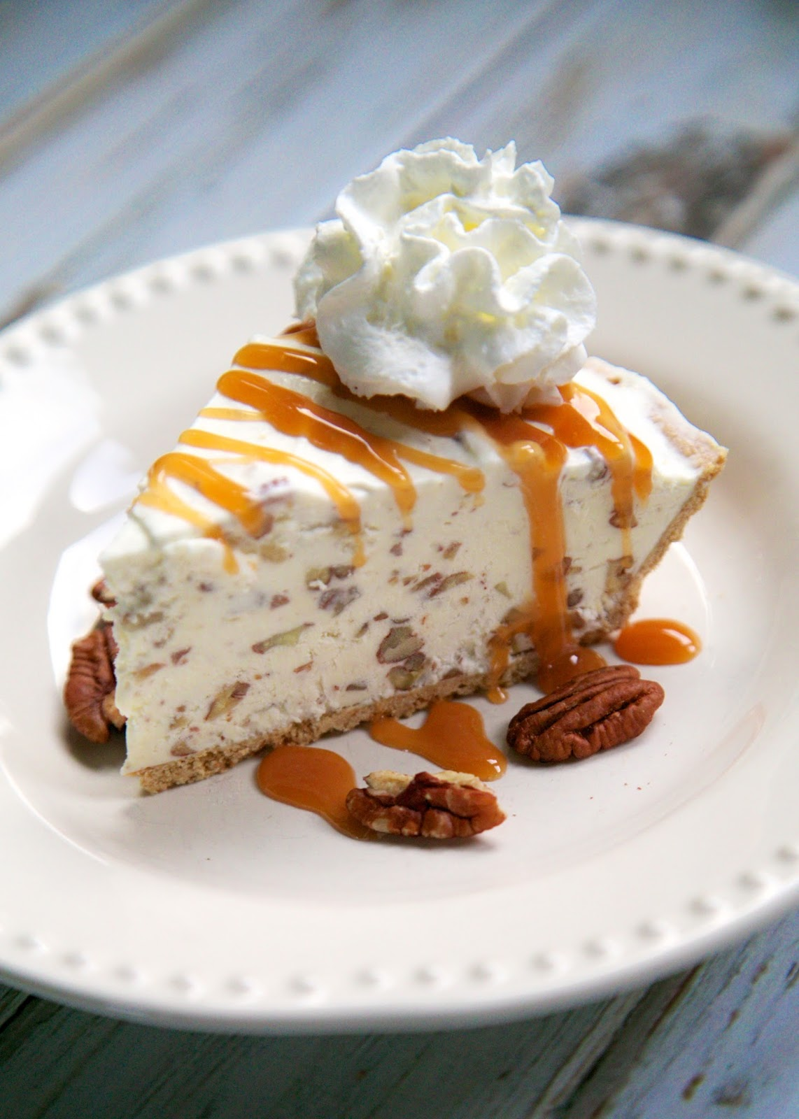 Butter Pecan Ice Cream Pie {No Machine Required} - SO simple and you ...