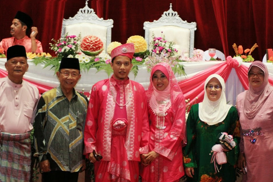 aziz sattar bersama pengantin