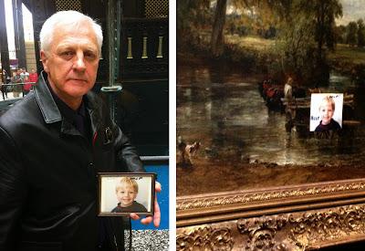 """Η Δραματική Επιστολή του Εγγλέζου Αποξενωμένου Πατέρα, που κόλλησε μια φωτογραφία του γιου του με την λέξη """"Βοήθεια"""", σε πίνακα ζωγραφικής ανεκτίμητης αξίας."""