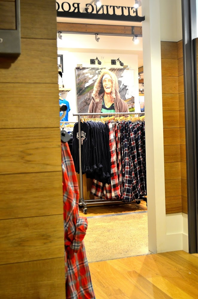 american eagle fitting rooms