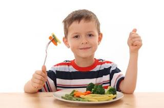 child eat vegetables