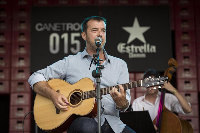 http://www.canetrock.cat/images/portada/album-miquel-monfort/album/index.html