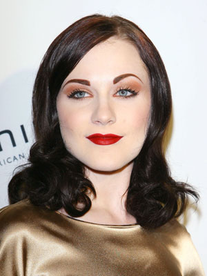 Evan Rachel Wood's lustrous hairstyle starts off smooth and then rolls into large waves through her length.
