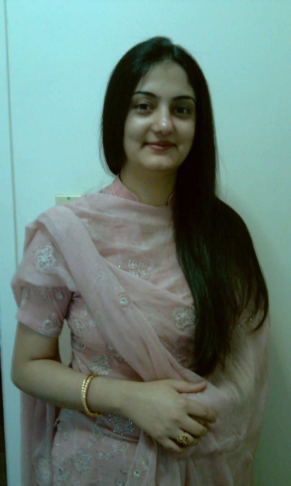 Hot+Bhabi Beautiful Sexy Hot Mature Gujrat BHabhi Radhika