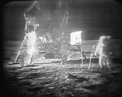 13 Menganalisa Peristiwa Pendaratan Manusia Pertama Kali Di Bulan