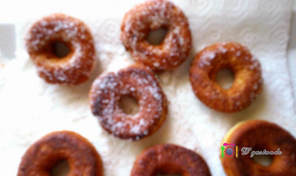 Rosquillas fritas con anís y piel de naranja