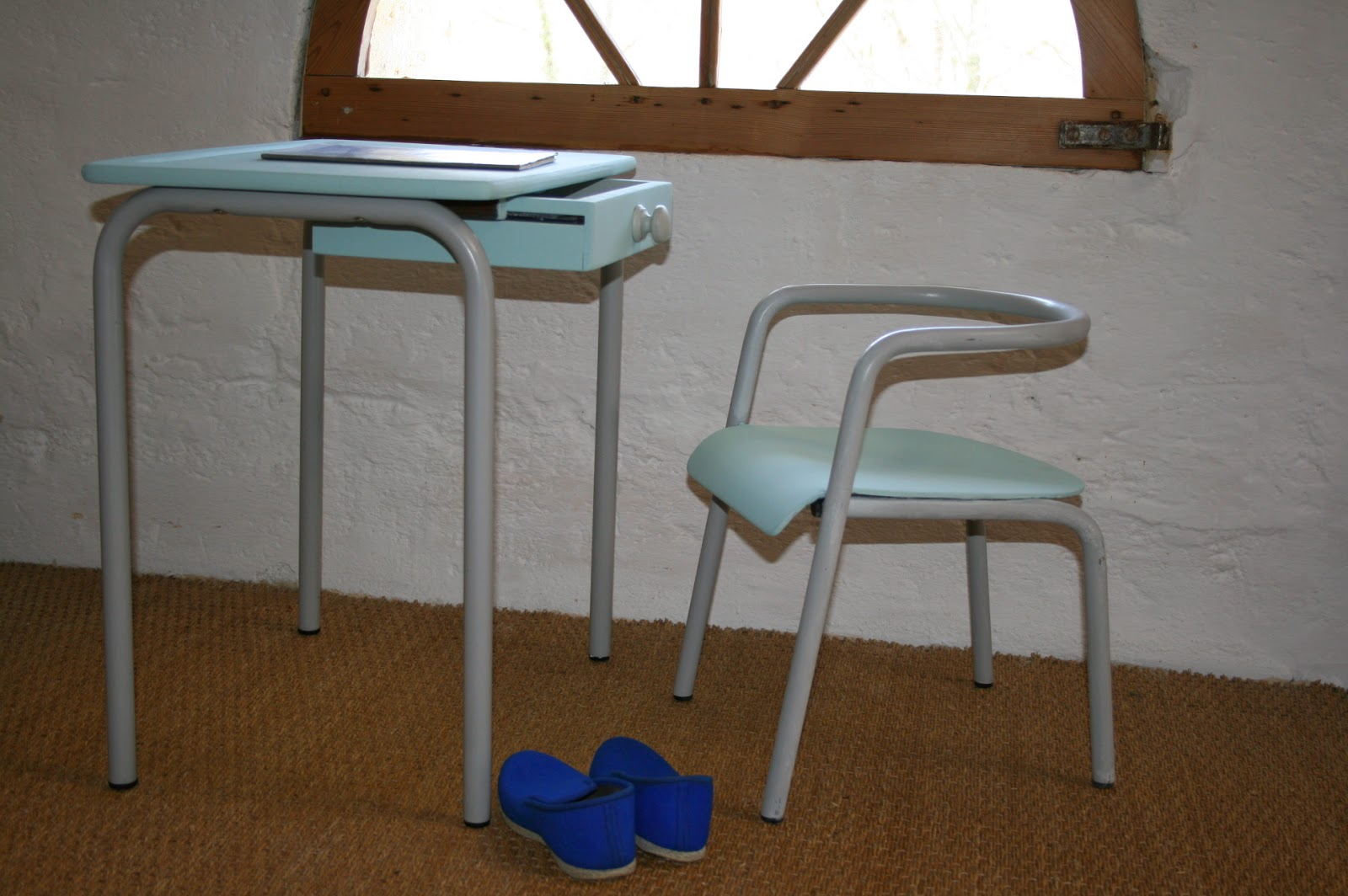 c 39 est la re cr ation vintage scolaire vintage coup de c ur mon premier bureau n 2. Black Bedroom Furniture Sets. Home Design Ideas