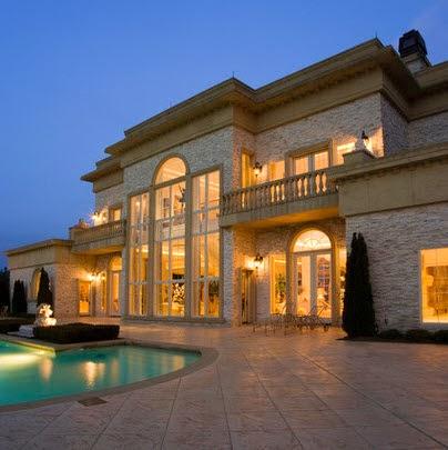 Fachadas de casas de lujo dise o l neas y estilos fotos for Planos de pisos de lujo