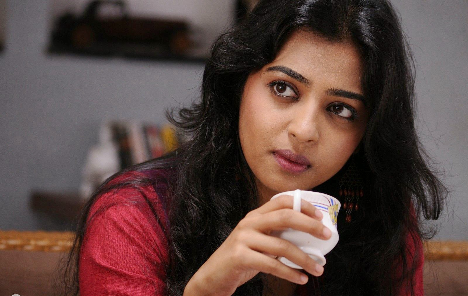 Radhika Apte Wallpaper