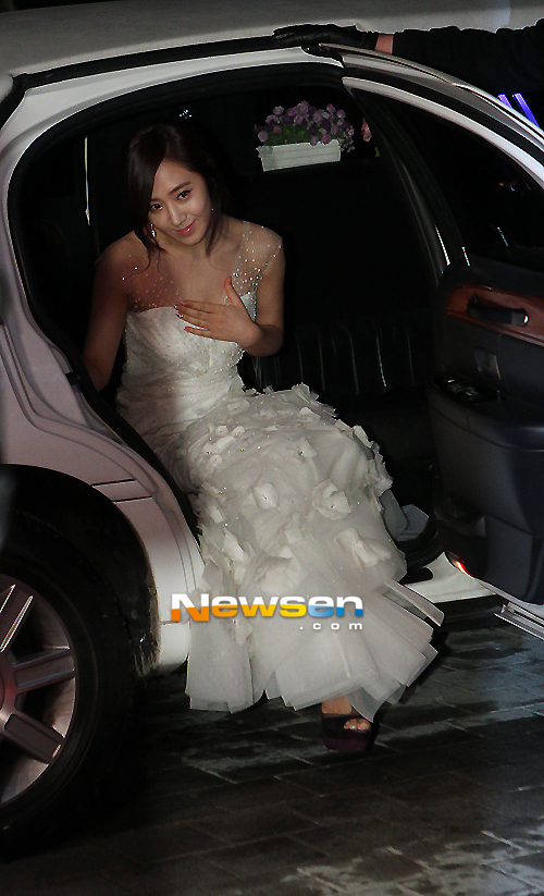 Yuri en los SBS Drama Award 2012 Ssnd+yuri+2012+sbs+drama+awards+red+carpet+(4)
