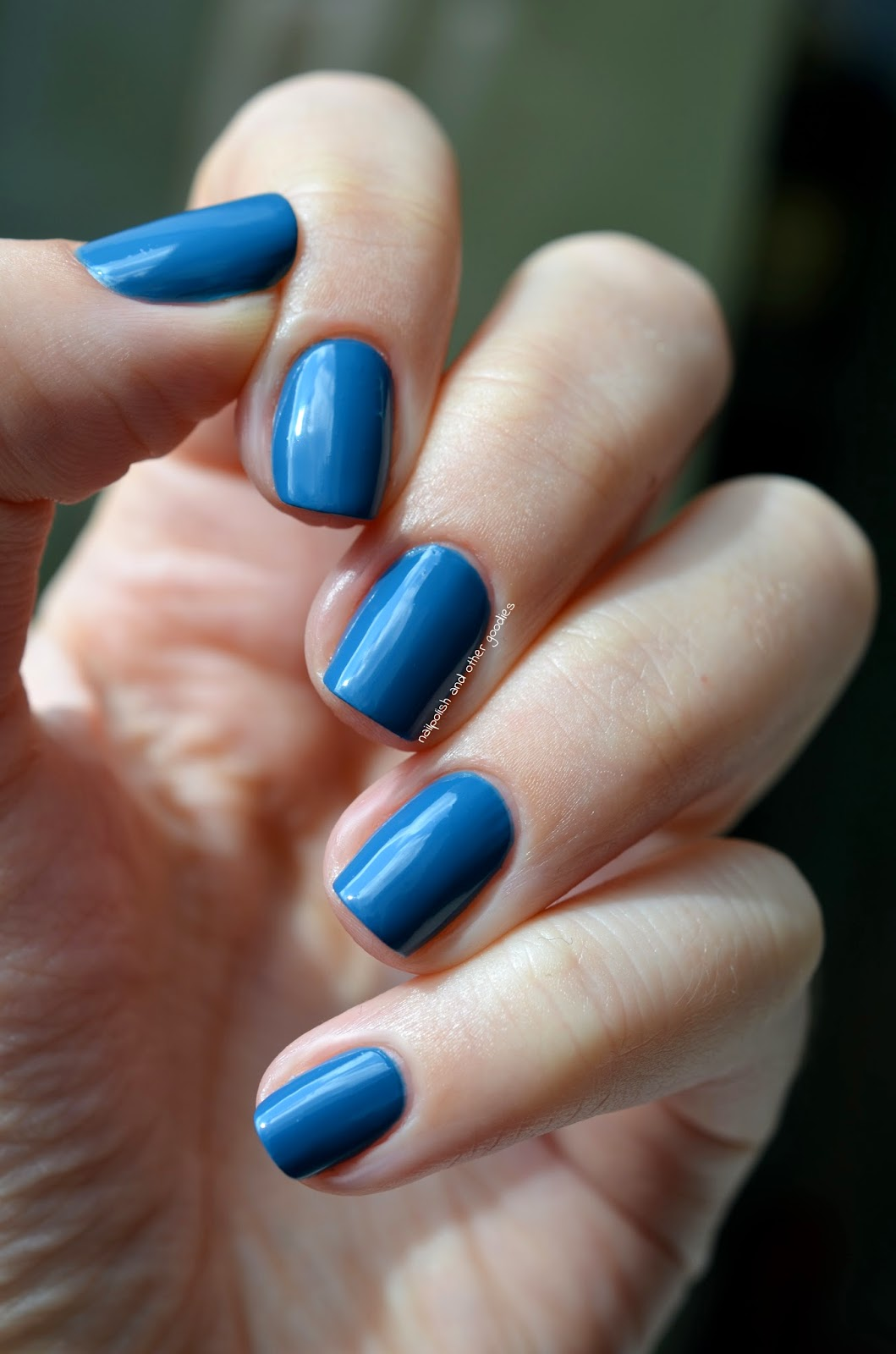 Nailpolish And Other Goodies Essie Hide Amp Go Chic