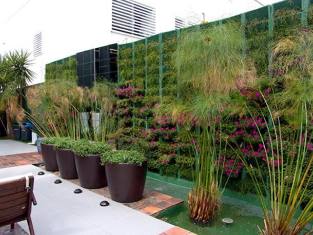 jardim vertical moderno:jardim vertical é um sistema que pode revestir qualquer tipo de