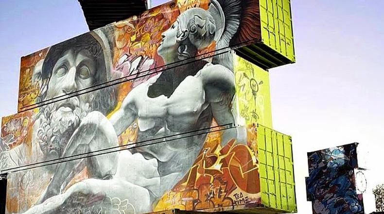 Artistas convierten estructura de contenedores de embarque en una masivo lienzo