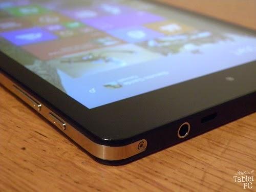 Mediacom SmartPad iPro W810, angolo con jack audio e microUSB