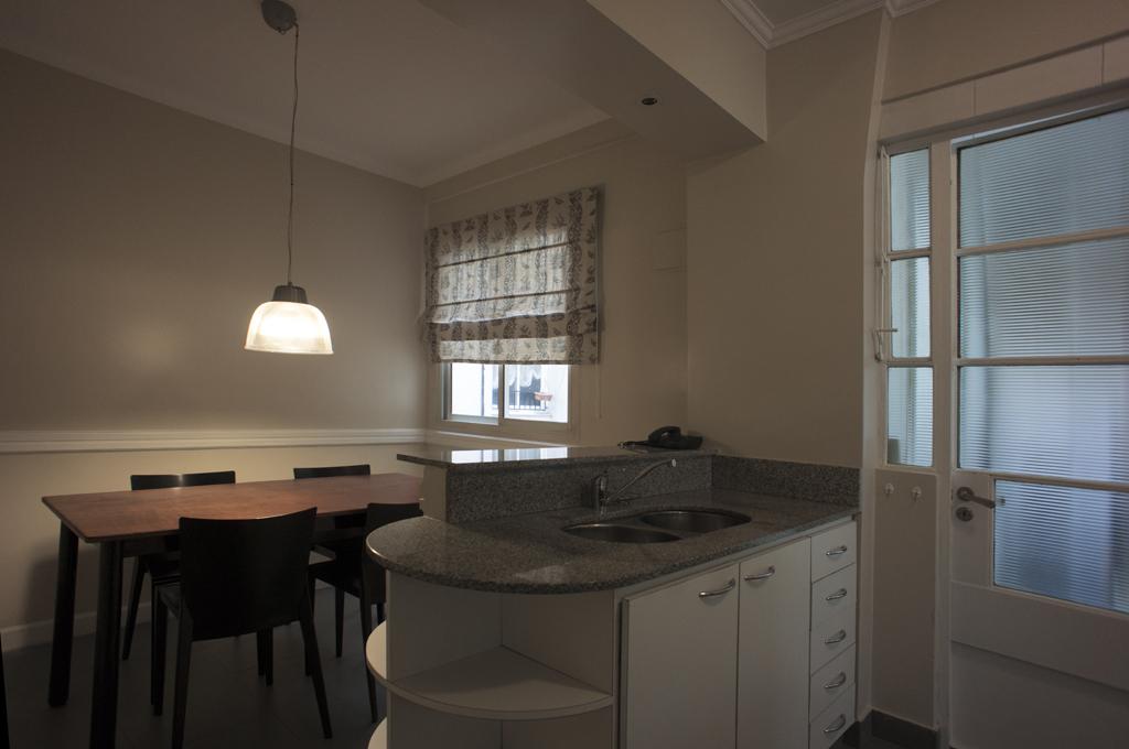 Apartamento en buenos aires frente al malba cocina con for Cocina con comedor diario