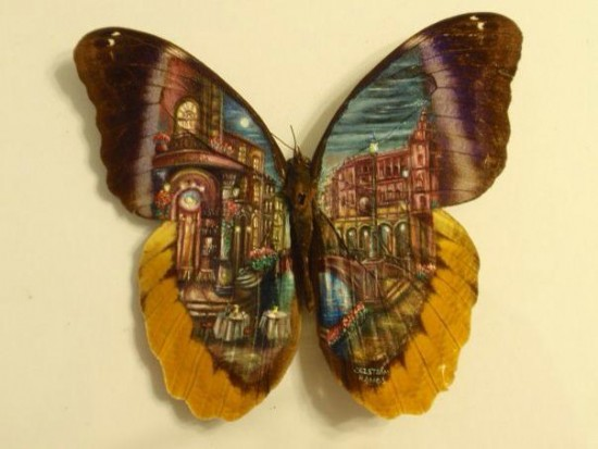 فنان مكسيسكي يرسم لوحاته الفنية على أجنحة الفراشات