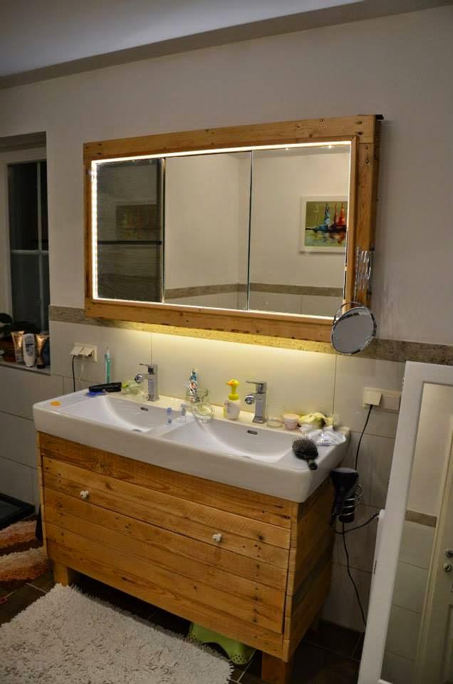 Mueble para el lavamanos y espejo for Mueble salon palets
