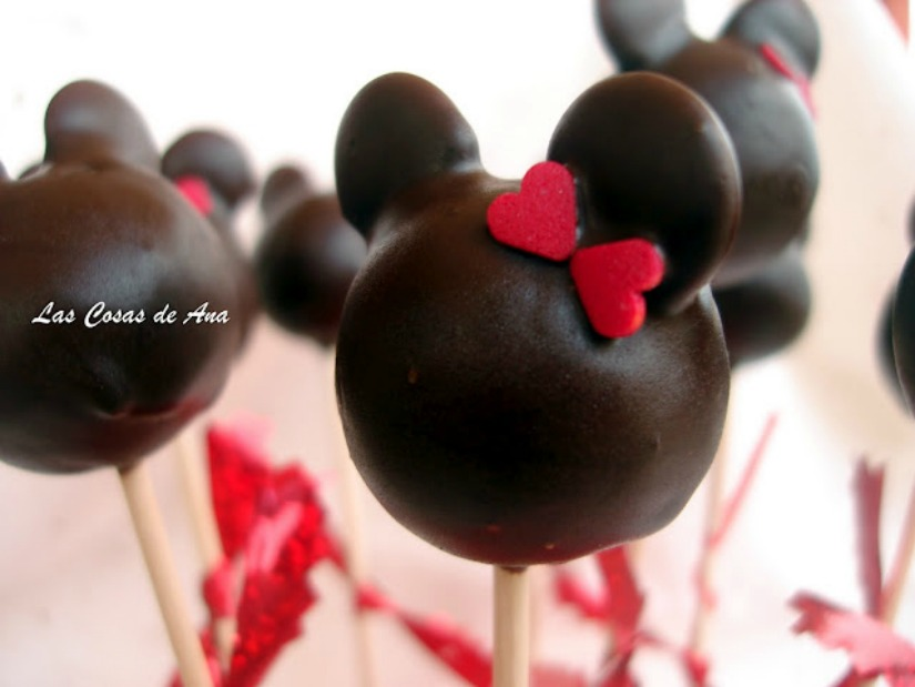 CAKE POPS Mickey and Minnie Mouse.