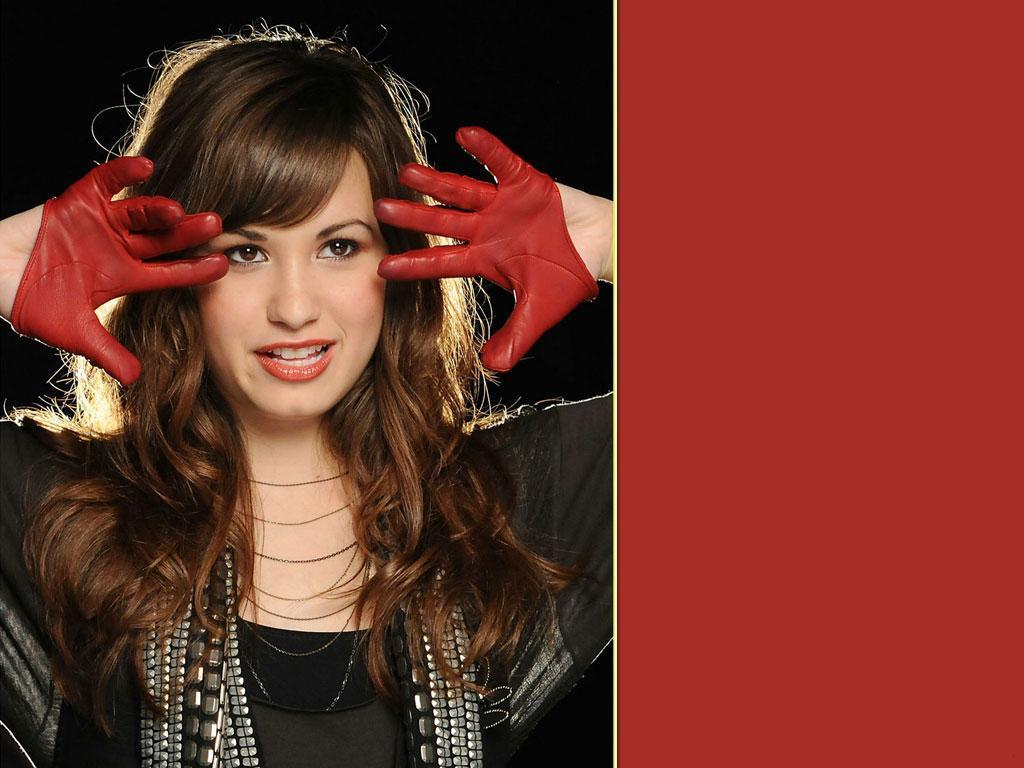 http://1.bp.blogspot.com/-jOJaVbpBhwo/TuTfEOeeaaI/AAAAAAAAKlw/Rythk7X3Imo/s1600/DEMI_LOVATO_HD_Wallpapers_singer.jpg