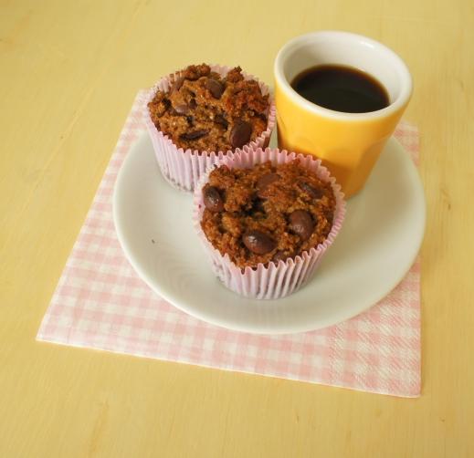 muffins integrais com manteiga de amendoim e chocolate