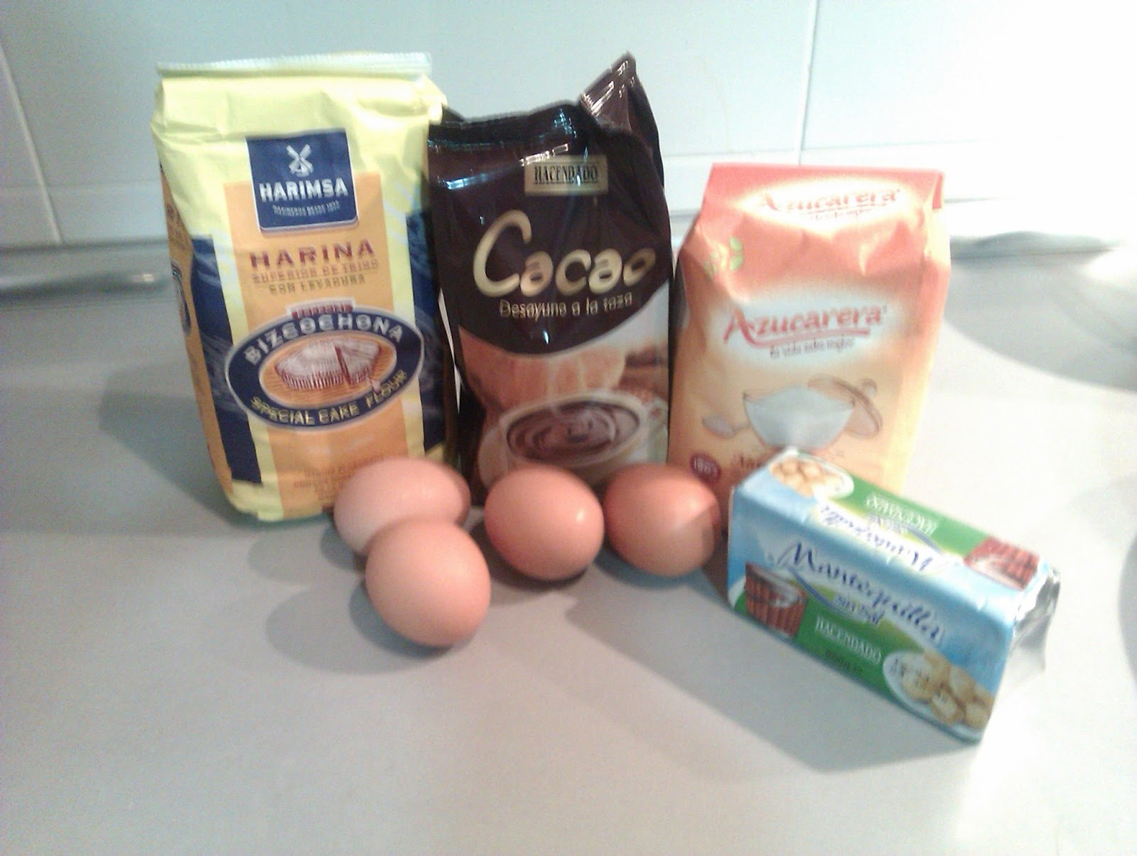Ingredientes Bizcocho chocolate y mermelada con cobertura de trufa