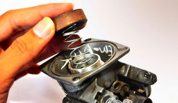 Membuat Tarikan Gas Motor Karburator Lebih Enteng