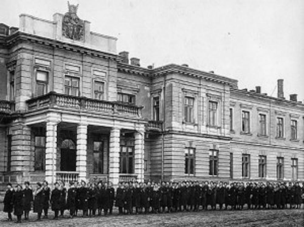 Budynek szkoły w Szymanowie (http://szymanow.edu.pl)