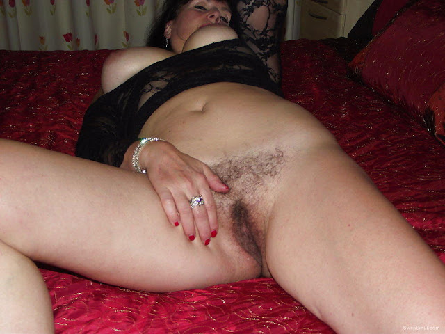 dyes her hairy pussy