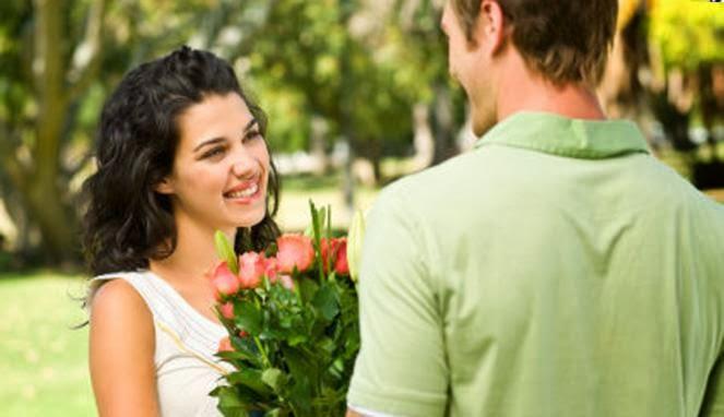 Alasan Wanita Lebih Pilih Pria Bertubuh Tinggi