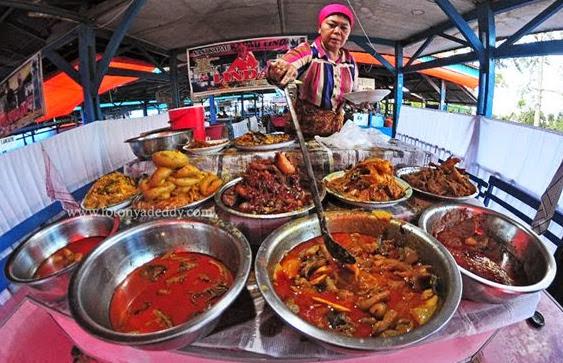 Nasi Kapau yang dijajakan di daerah Pasar Ateh (atas) Kota Bukittinggi