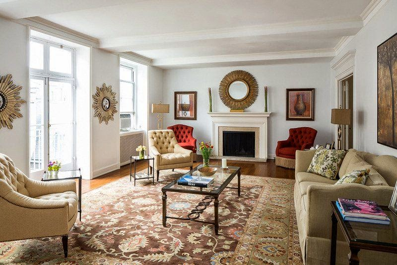 Oh we think Debra Messing is finally getting very comfortable here. The 46-year-old just bought herself a luxurious apartment who build in 1928 at the Upper East Side condo in Manhattan, NY, USA for $5.45 million.