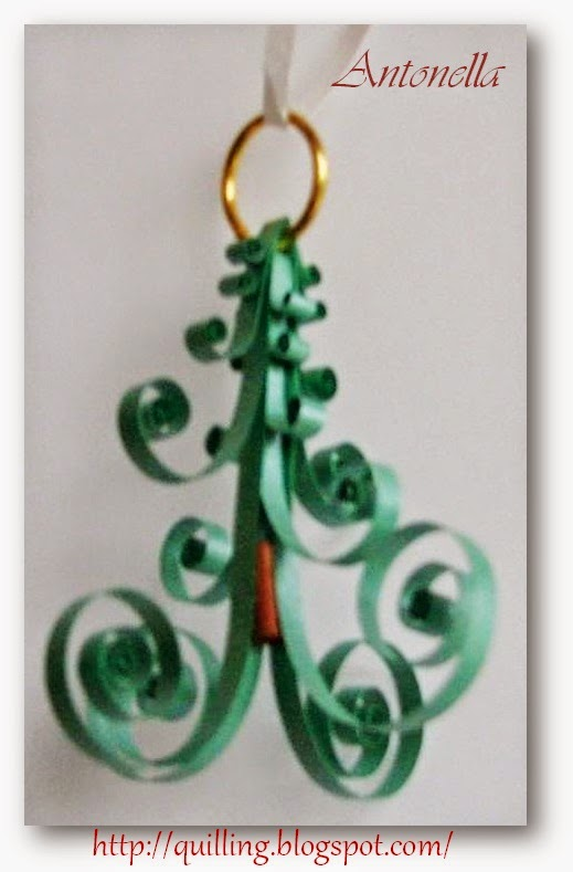 This super cute Quilled Christmas Tree ornament is easy to make. The pattern is versatile enough that you could wear it as a necklace or earrings if you wanted to.  Hop over to see what Antonella has for you at www.quilling.blogspot.com. #quilling #ornament