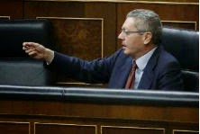 Gallardón, sentado en su escaño del Congreso en una de las últimas sesiones. // Efe