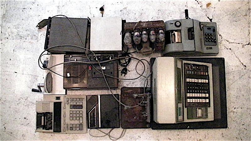 002 / MACHINES