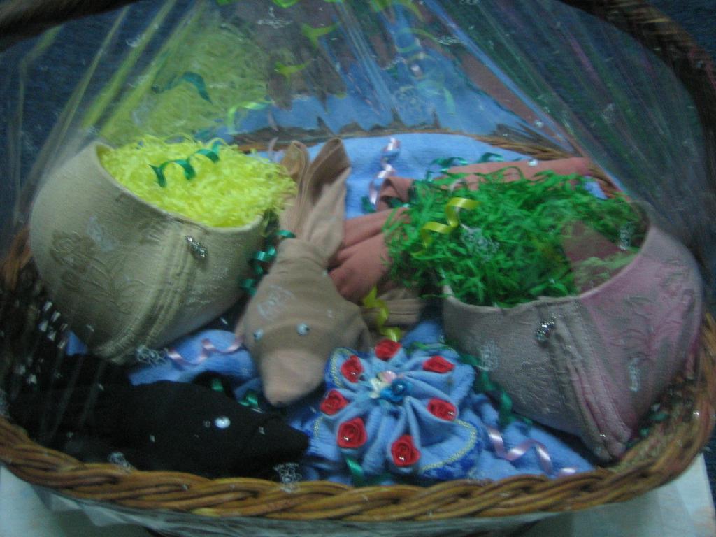 aquarium dari underware gaun pengantin dari mukena sepasang gajah dari