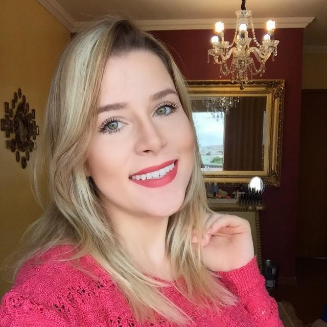 loira, ateliê de maquiagem