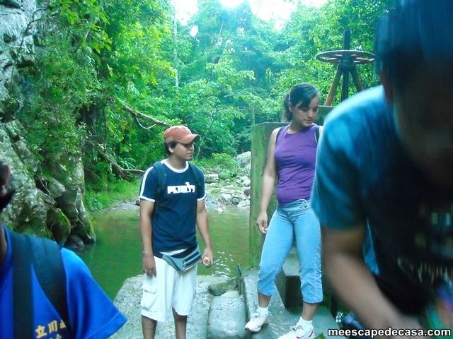 Juanito y Gina en la bocatoma del río Shilcayo (Cordillera Escalera, Perú)