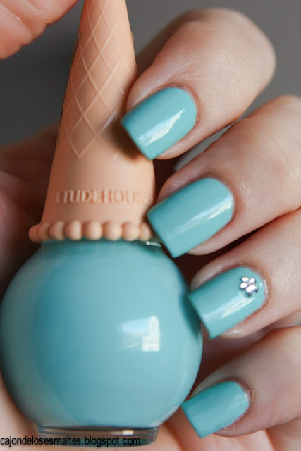 Etude house BL601 Ice cream nails swatch