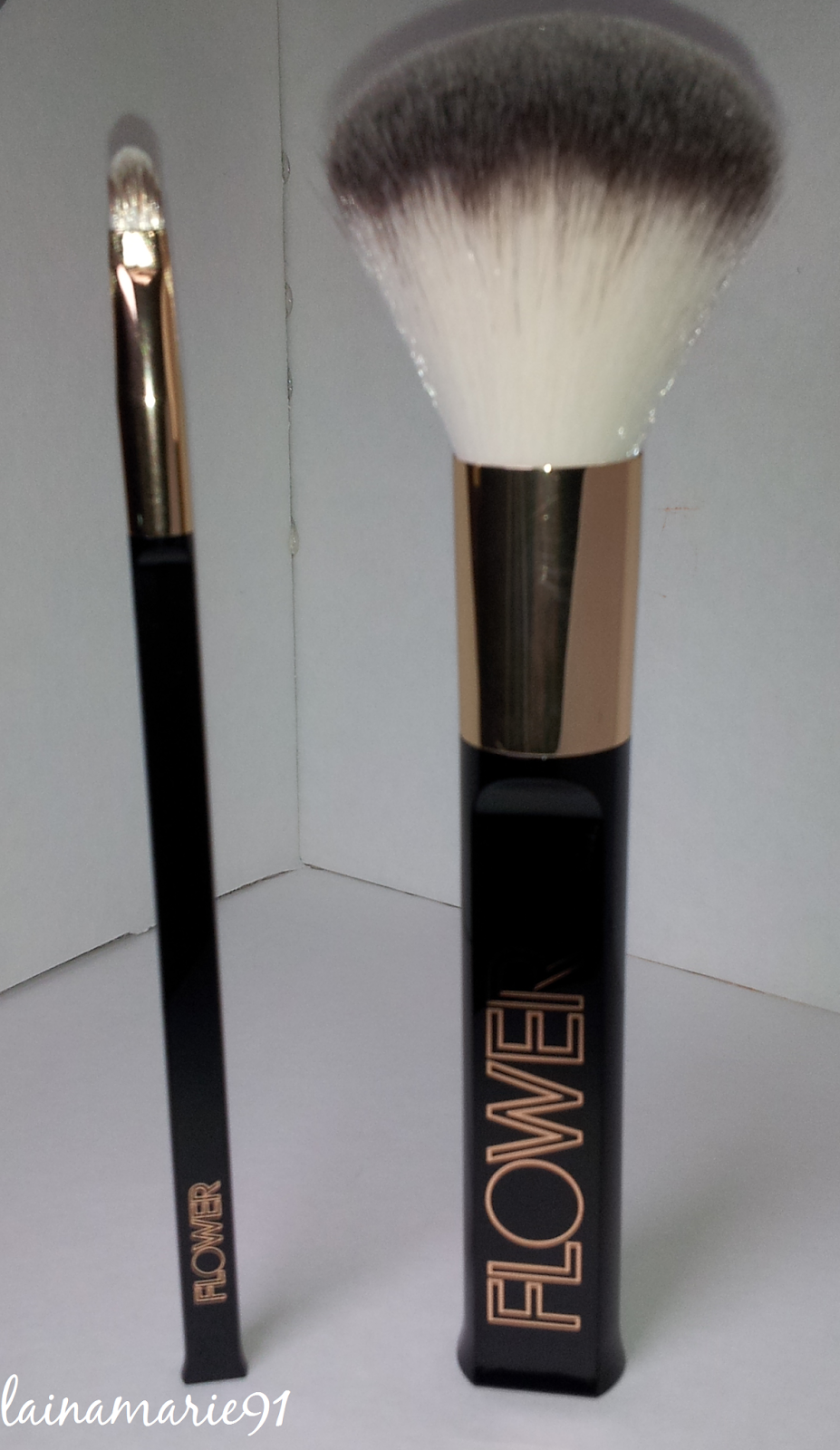 New Flower Beauty Ultimate Makeup Brushes : Review : Pictures : Lip & Powder Brush