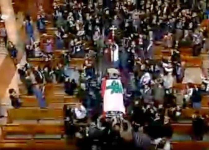 لبنان: صباح ترقص على أنغام الدبكة أثناء الجنازة