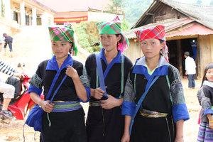 H'mong girls in La Pán Tẩn