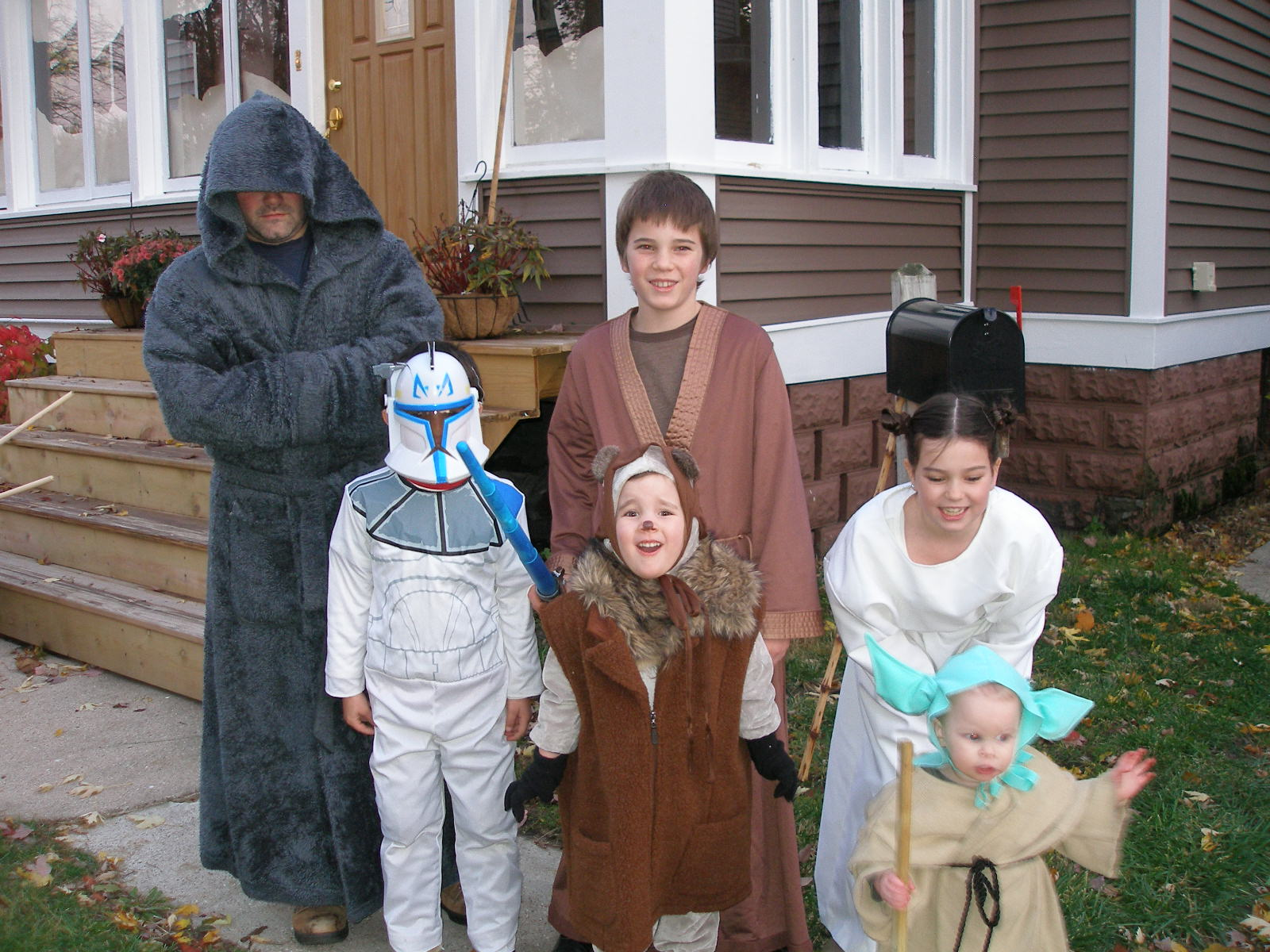 Super savings diy star wars costumes baby yoda princess leia super savings diy star wars costumes baby yoda princess leia mace windu and an ewok solutioingenieria Gallery