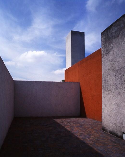 http://1.bp.blogspot.com/-jRY_cN3TKAY/T56rcUKHFUI/AAAAAAAALDw/-KQDo3VtVTU/s1600/luis-barragan_casa-estudio-9.jpg