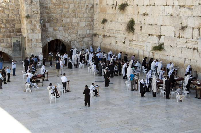 It is the holiest place for Jews. The custom of millions of people around the world began to invest note among the stones of the Western Wall. They write requests to bestow health, wealth, and good luck to salvation.