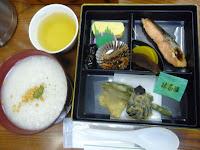 奈良は、お茶で炊いたお粥が茶粥の始まりで昼食にいただいた
