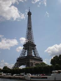 Non conosci Un sardo a Parigi? Clicca sulla Tour Eiffel!