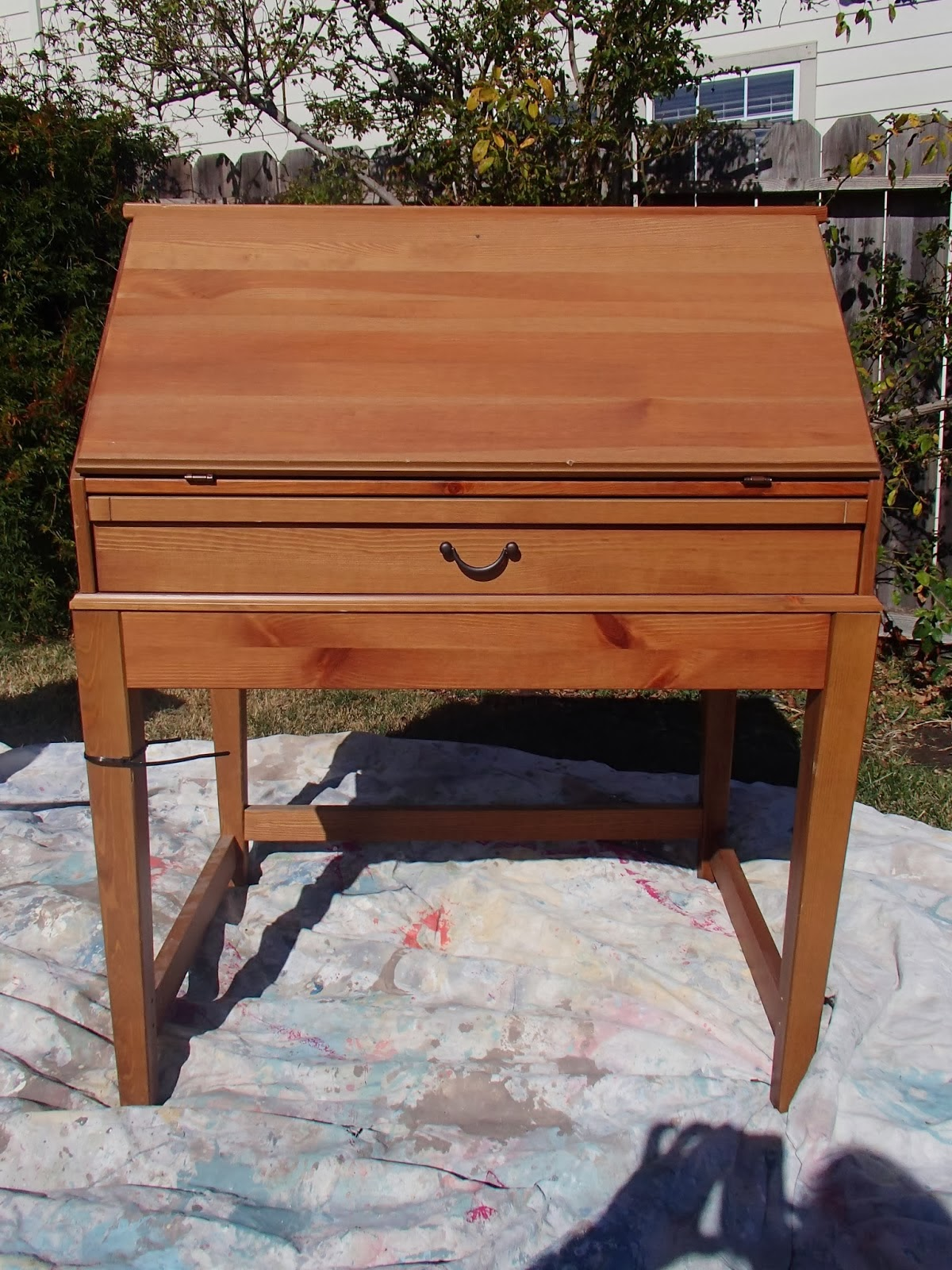 http://ddscottage.blogspot.com/2014/02/spring-green-secretary-desk_6.html