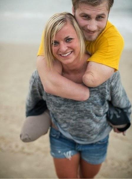 Ветеран войны в Афганистане, подорвавшись на бомбе, потерял все конечности, но чудом остался жив. По возвращении домой его 23-летняя невеста Келли не только не бросила любимого, но и помогла ему в буквальном смысле снова «встать на ноги», даже несмотря на то, что ног у него больше нет.