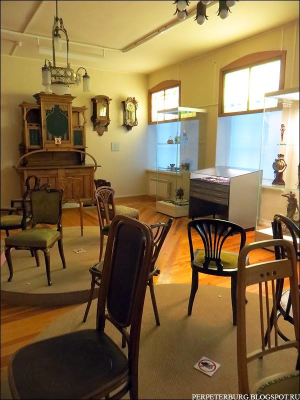 Дореволюционная мебель в музее истории Петербурга