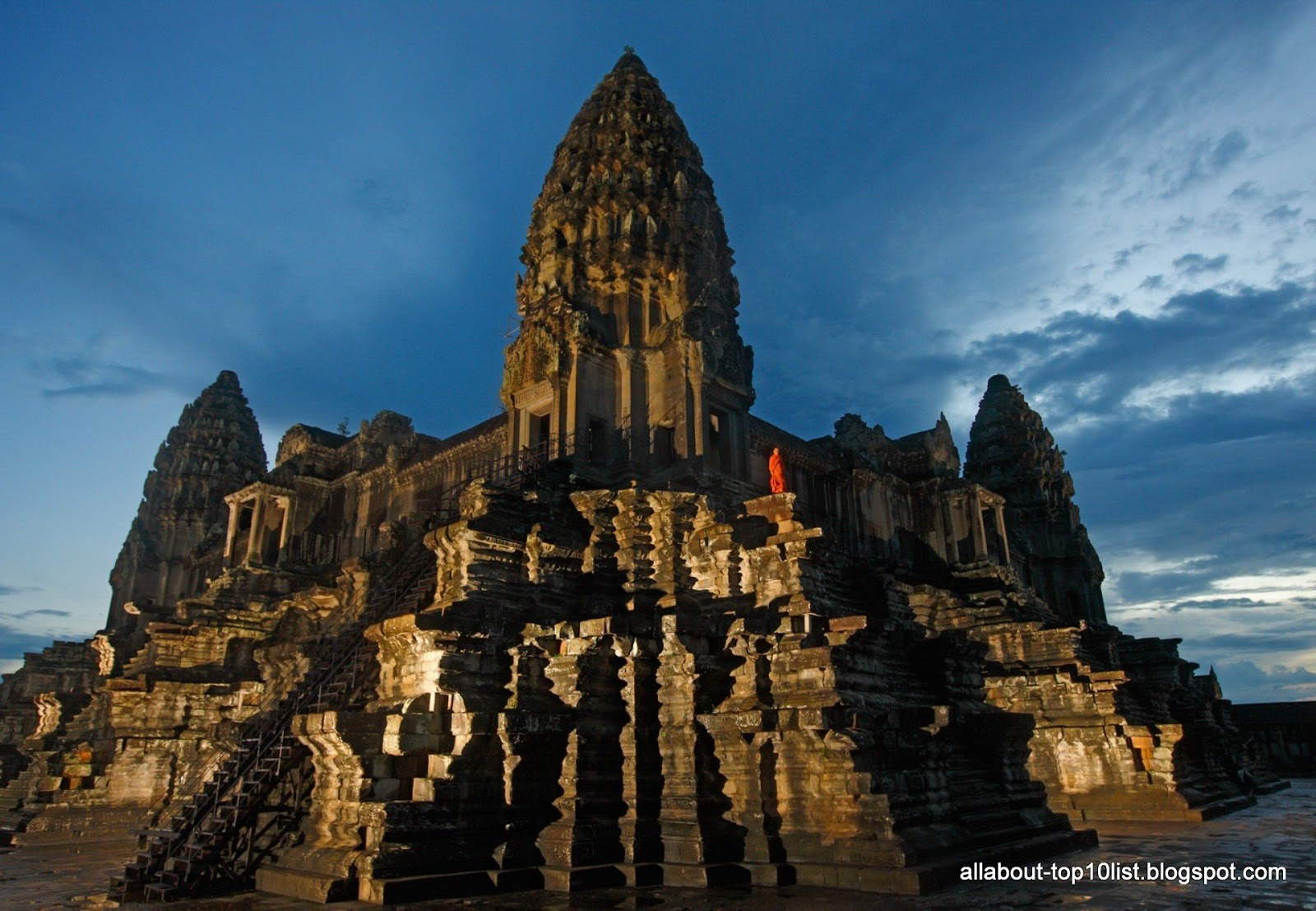 The amazing world of top10 touring angkor wat cambodia for Architecture khmer